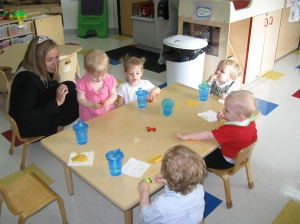Jennifer sat with the toddlers while they finished their pre-race snack.