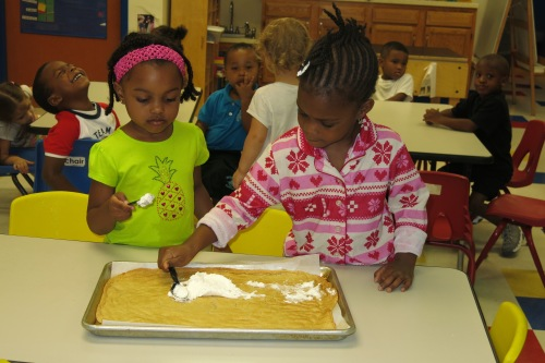 Day Nursery preschoolers prepare base of fruit pizza
